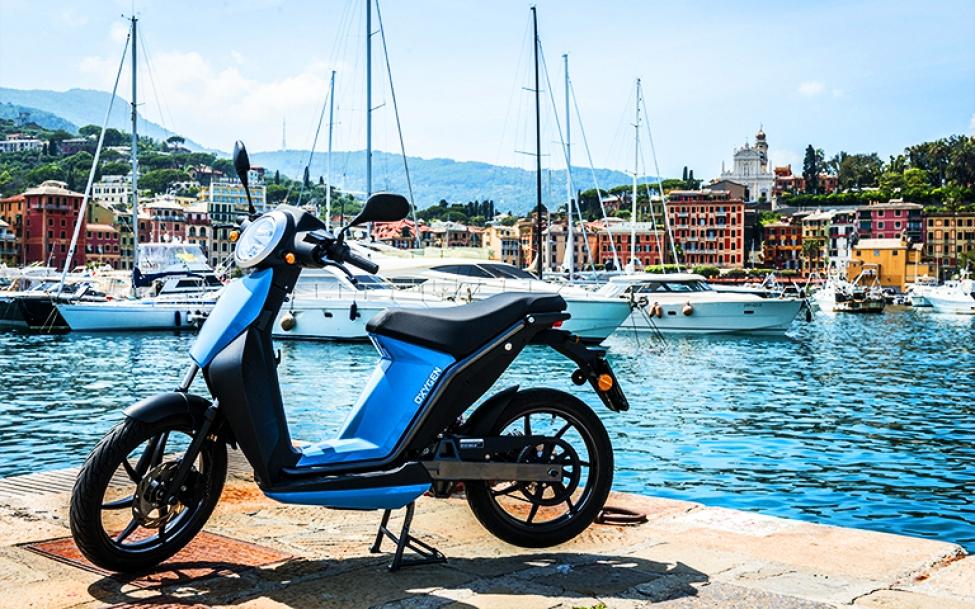 Quadro Vehicles presenta il due ruote elettrico Oxygen: leggero e colorato perfetto per muoversi in libertà nei centri storici e nelle isole