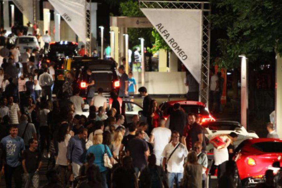 Grandissima affluenza serale al Salone dell'auto Parco Valentino