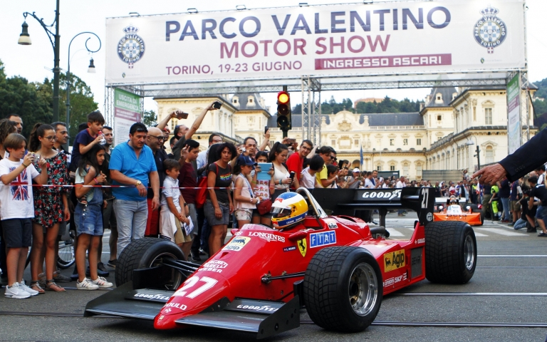 Formula 1 parades in the city center