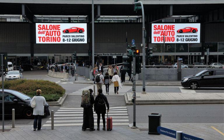 A Milano si respira aria di Salone dell'Auto di Torino nelle stazioni Garibaldi e Cadorna